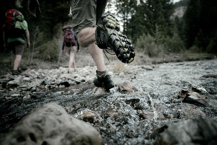 man-hiking-traverse-mid2-s.jpg